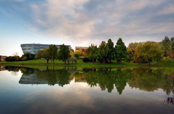 武汉建筑设计分享产业园规划案例:英国萨里研究公园